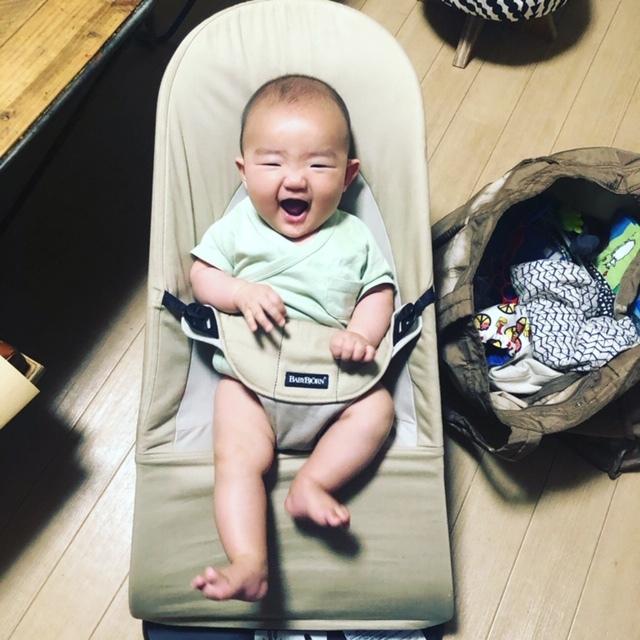 今月で10ヶ月になる三男。お兄ちゃんのときから愛用しているビョルンアイテムに囲まれて育っています♪