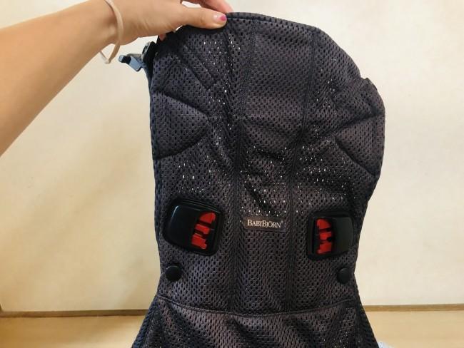 ワンカイは、一枚の背当てにバッグル装着部分があるデザイン