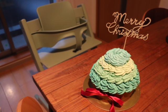 SNS映えするスマッシュケーキ。海外の子どものお祝いごとでは、定番イベントです