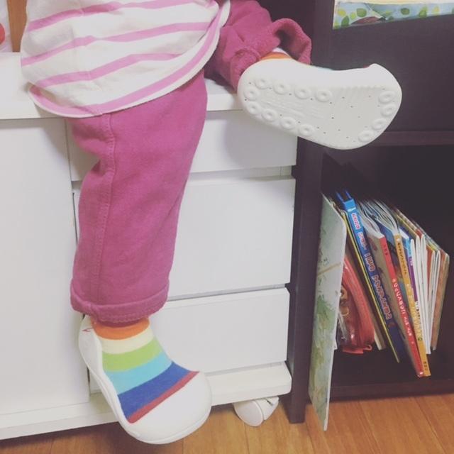 靴下と靴が合体した、ベビーのための新しいシューズです!