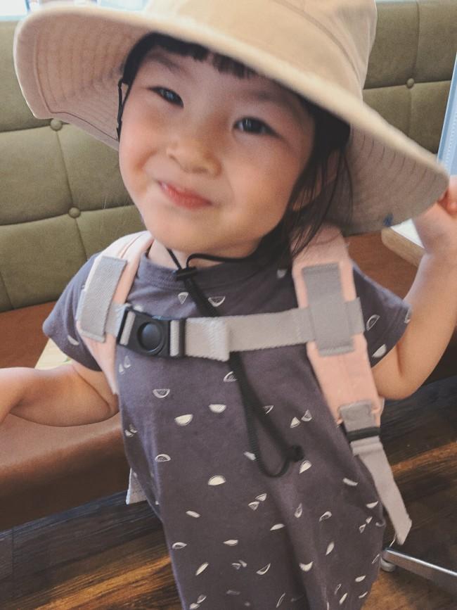 新しいバックパックに大興奮の娘♡ 12種類のアニマルの中から、お気に入りを見つけよう!