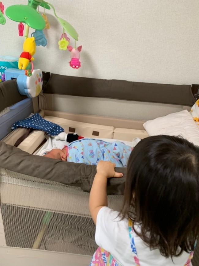 お兄ちゃんや妹ちゃんが覗いても安心。赤ちゃんも日中すやすやと寝てくれます