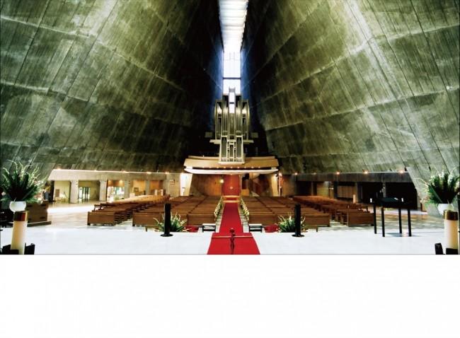 建造物としても価値の高い教会。荘厳な雰囲気です