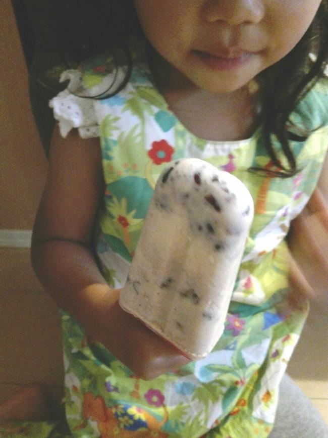 手作りのアイスキャンディーなら、心置きなく一本どうぞ!