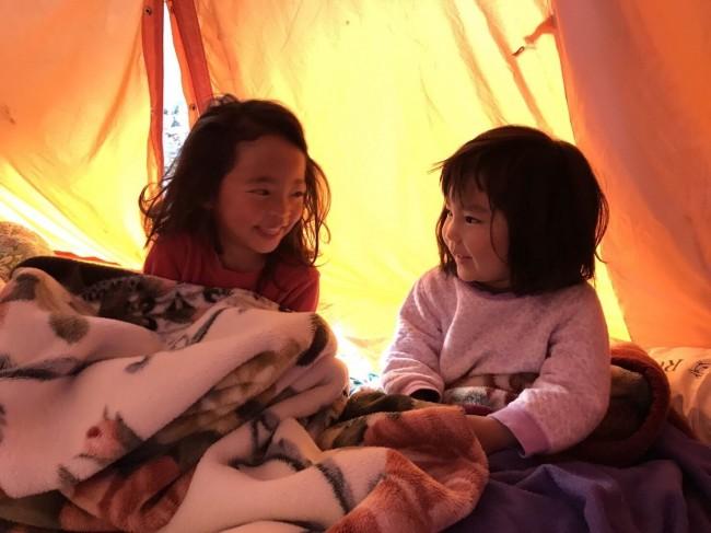 お友達とのお泊まりキャンプは、ワクワクの連続です