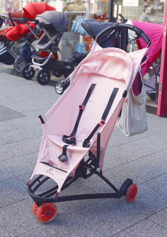 街中でひときわ目を引く、Quinny Yezz(クイニージャズ)の限定カラー・ピンクパステル!