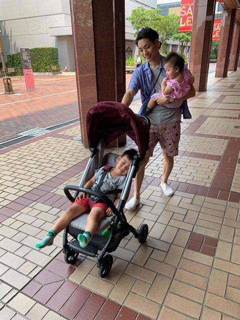 3歳をすぎた息子が乗ることも。娘を抱っこしながらの状態でも、スイスイ