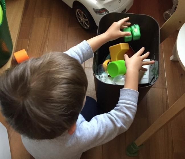 子どもが自分で入れられるバケツボックスなら、片付けを習慣化できるかも