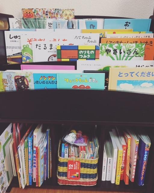 子どもが出し入れしやすい絵本棚をチョイス。たくさん絵本を読んで、いろいろな世界に触れてほしいですね♪