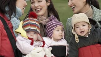 ママも赤ちゃんもあったかく! 抱っこ紐の防寒対策はママコート? ケープ?