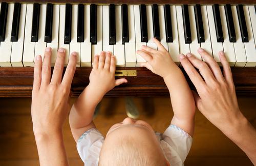 いろいろな音に触れて五感を刺激! 赤ちゃんは音楽が大好きです♡