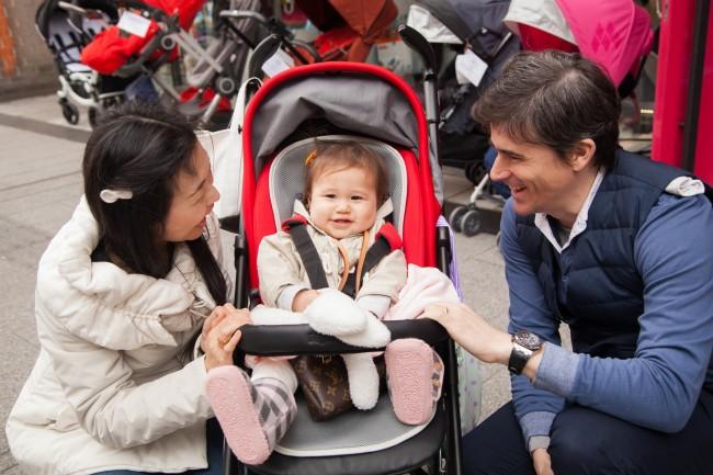 ニコニコ穏やかなママさんに優しく語りかけるパパさん。愛にあふれる素敵なファミリーでした!