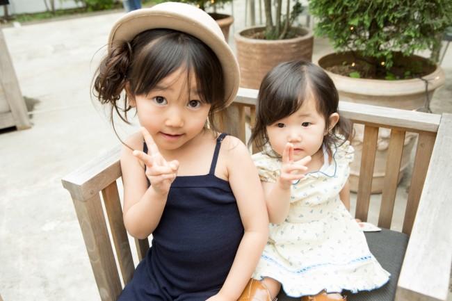 ファッションが大好きなおしゃまなお姉ちゃんに、まだまだベビーらしさも残る可愛い妹ちゃん。2姉妹、お買い物が楽しみですね♡
