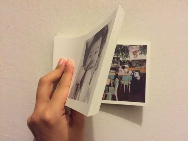 写真は裏表ではなく1ページに1枚、ぱらぱら漫画のようになっています。紙も薄めのマット紙なので柔軟性があり、ぱらぱらめくると動画のよう! 厚みのあるブックはケース付きと、仕様も豪華