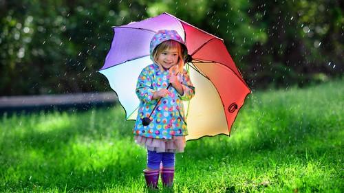 雨の日こそ、楽しく歩こう♪ 子どもが喜ぶレイングッズの選び方って?