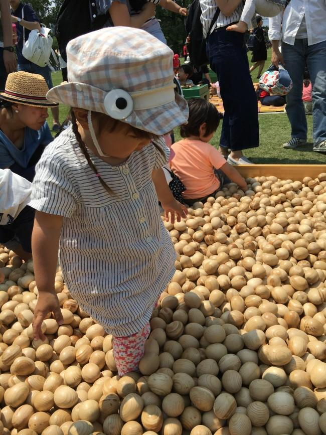 子供たちに人気は、卵型のボールプール♪