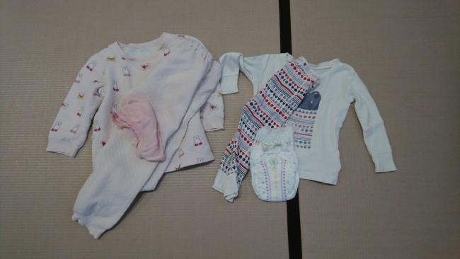 まずは娘たちの洋服準備を。お姉ちゃんは自分で着替えをするのでわかりやすいように