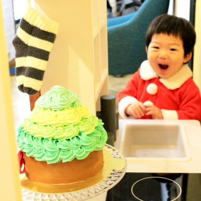 小さいかな?と心配した5号サイズケーキですが、親子2組でしっかり食べても余りました♪