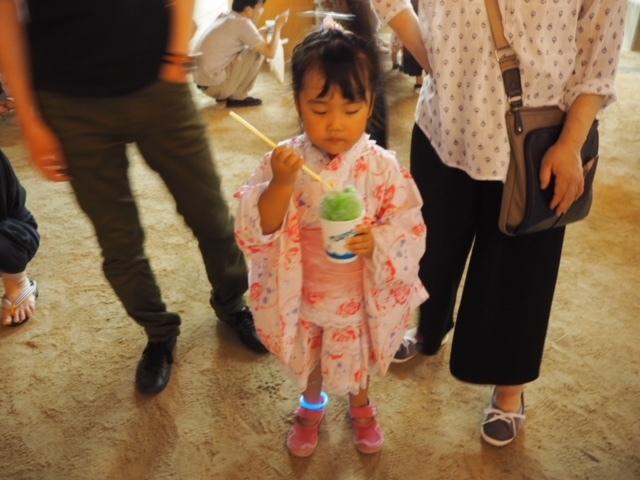 女の子はとびきりキュートな浴衣がたくさん。短めの裾デザインで、歩きやすそう