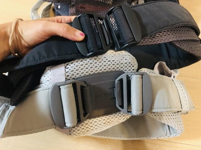 ワンカイの腰ベルトと比べるとこんな感じ。ベルト端部分にバックルがついただけのワンカイに比べて、ハーモニーはクッションに左右のバックルが付けられています