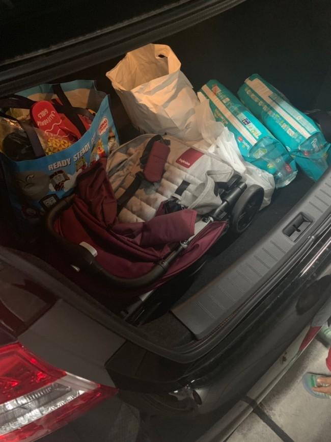 車のトランクでもこんな感じ。厚みがないので、スッキリ入ります