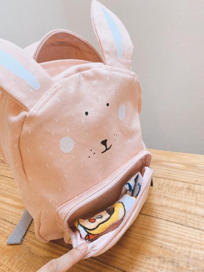 フロントポケットにはハンカチとティッシュをイン。マスクなども入れやすいですね!