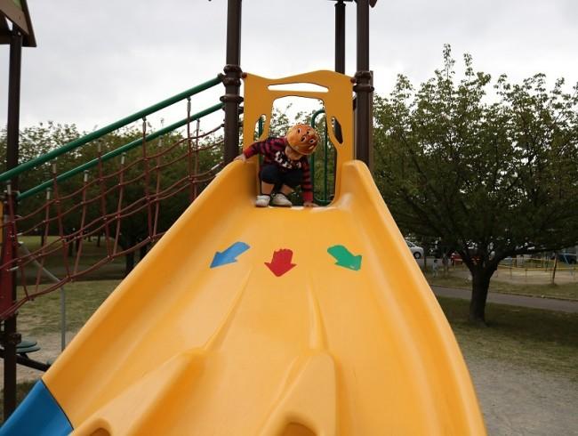 公園で、めいっぱい体を使って遊ぶのは子どもの楽しみのひとつ! 涼しくなったら、デビューしてみましょう!