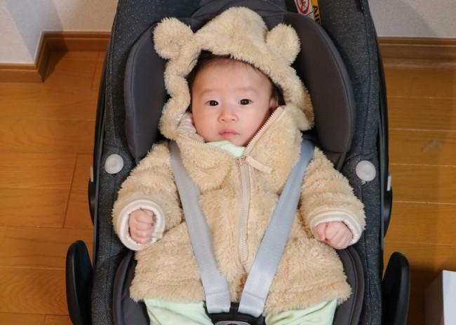 お耳のついたモコモコの上着でかわいらしく暖かくしていました