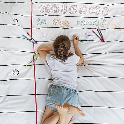 布団に寝っころがってお絵描きしたり…