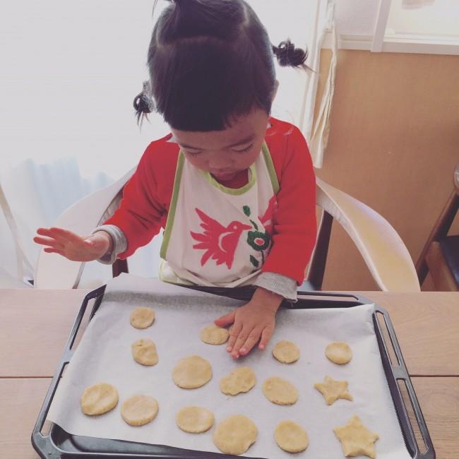 我が家は毎年、♡や似顔絵クッキーを制作し、みんなで食べます