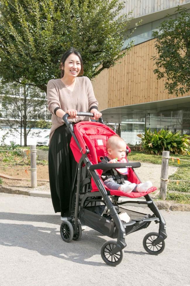 コンパクトながら太めのフレームで安定感もあり。使用期間は新生児〜15キロ(3歳前後)までです