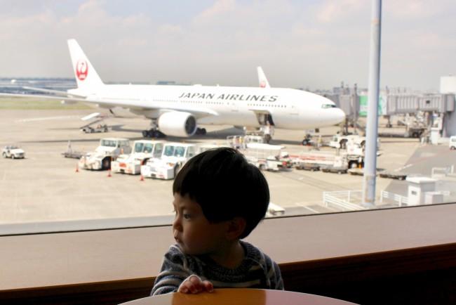 子連れだとドキドキすることが多い飛行機旅。事前にいろいろ知っておくべきことをお伝えします