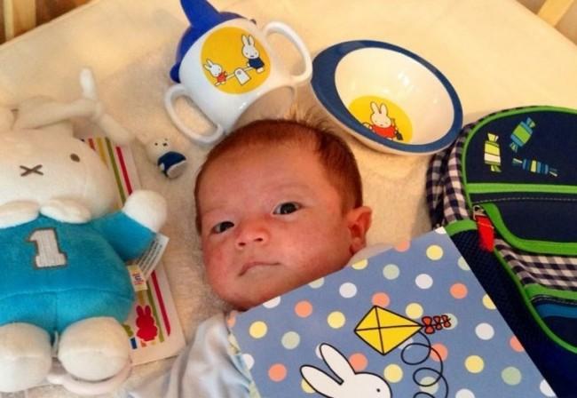 出産祝いでいただいたスパウト付きのコップなどのカトラリー。離乳食アイテムを出産祝いでいただくと嬉しいですね♪