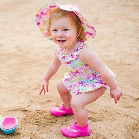 砂が入りづらく速乾性も◎。水辺や水の中だけでなく、お砂場などでも使えそう! 夏の公園遊びでも活躍しそうですね♪