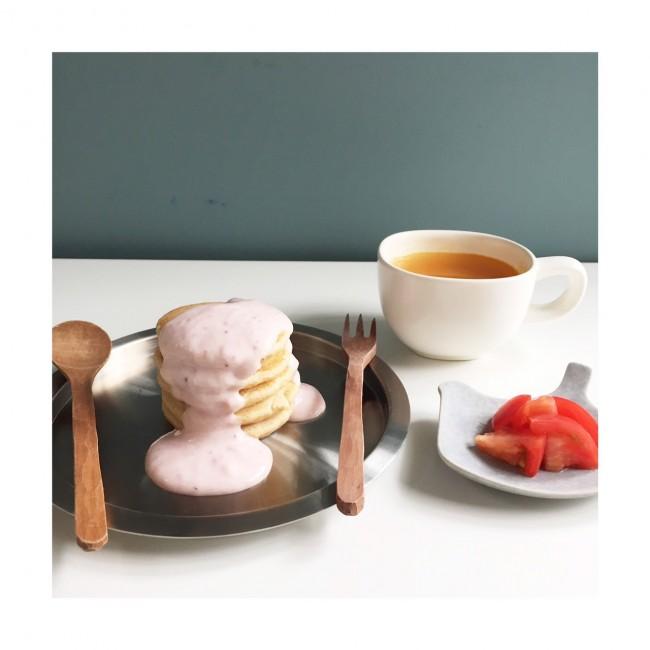 メニュー例:豆腐パンケーキいちごヨーグルトソース(つぶしたいちごとヨーグルトのソース)・人参スープ(すりおろした人参と鰹出汁)・フルーツトマト