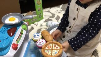 《クリスマスプレゼントに♡》娘のお気に入り! 楽しい仕掛けがたくさん詰まった、英語のおままごと知育玩具♪