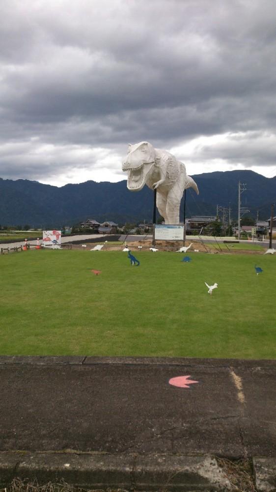 恐竜推しの福井県。町には、いたるところに恐竜がいます!
