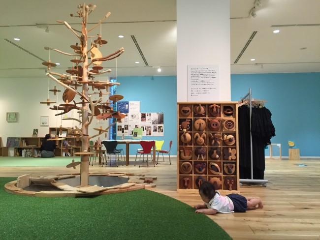 ビュッフェこども美術館は絵本や木のおもちゃ、お絵描きスペースがあります