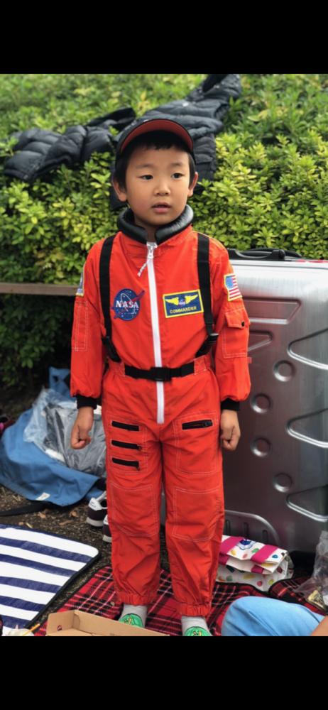 本物さながらの宇宙飛行士は、普段から着てしまうくらいのお気に入り!