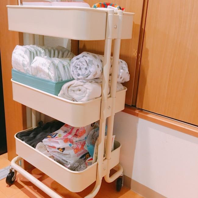 こちらがIKEAの収納キャスターワゴン。新生児のお世話時期は物も多く大活躍でしたが…
