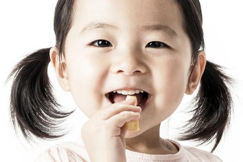 保育園では、おやつにおにぎりやサンドイッチを出すことが多いのです!