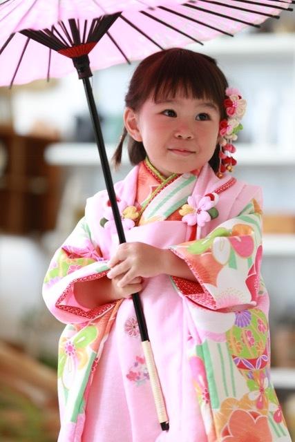 妹は可愛い傘を。合わせる小物によって、表情が変わります