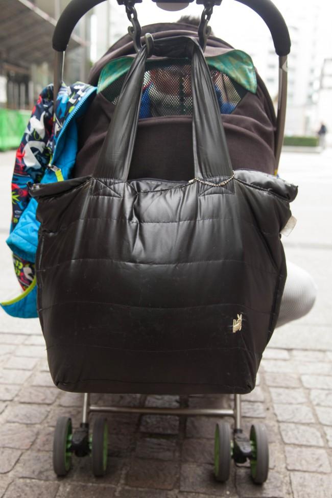 軽くて使いやすいルートート。愛用のママさんが多い、人気のママバッグですね!