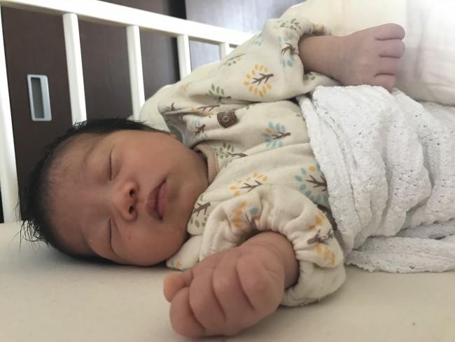 一日、ほとんど寝ている新生児期はベビーベッドが定位置