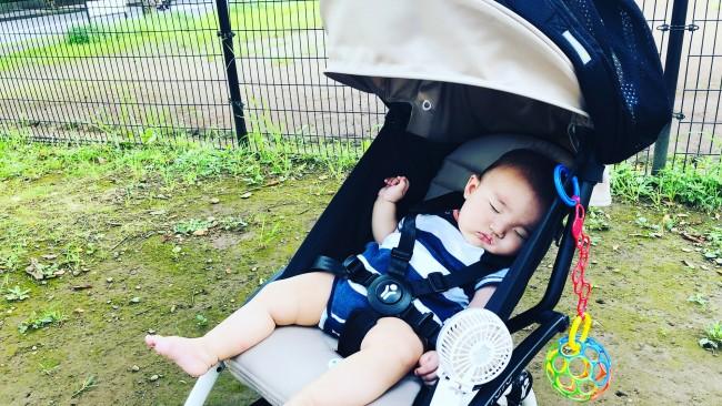 《真夏のおでかけには…》赤ちゃんはベビーカーがいい?抱っこひもがいい? 猛暑日のおでかけにおすすめのアイテム