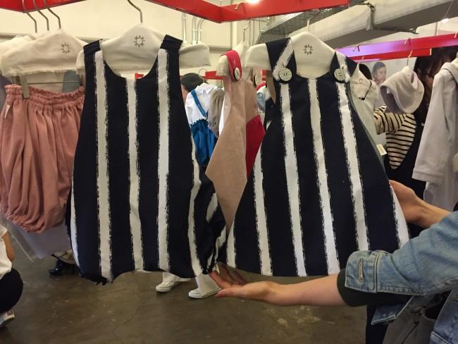 オーバーオール、巻きスカートのような感じの2タイプ。どちらも男女兼用で使えそう