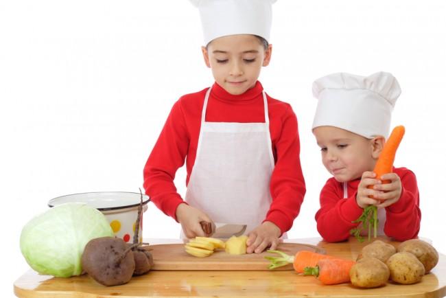 楽しく料理して、食への関心や興味を持ってもらうきっかけに。子どもが料理するときの工夫をまとめました