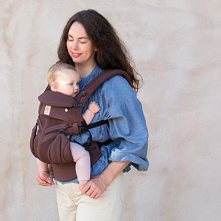 抱っこされた赤ちゃんが正しく負担のない姿勢でいられる、立体デザイン