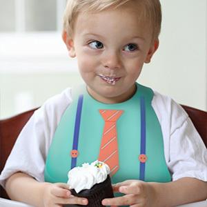 タキシード風やネクタイ付きなど、男の子らしいカッコイイデザイン!