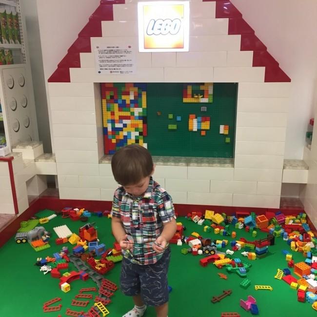 同フロアにレゴショップもあり、ママのお買い物の間、子どもはゆっくり楽しんでいました